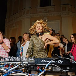 Daria Kolomiec. Вечірка на балконі-3 Daria Kolomiec Musical journal